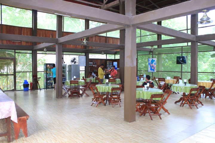 Where visitors eat in the Amazon lodge