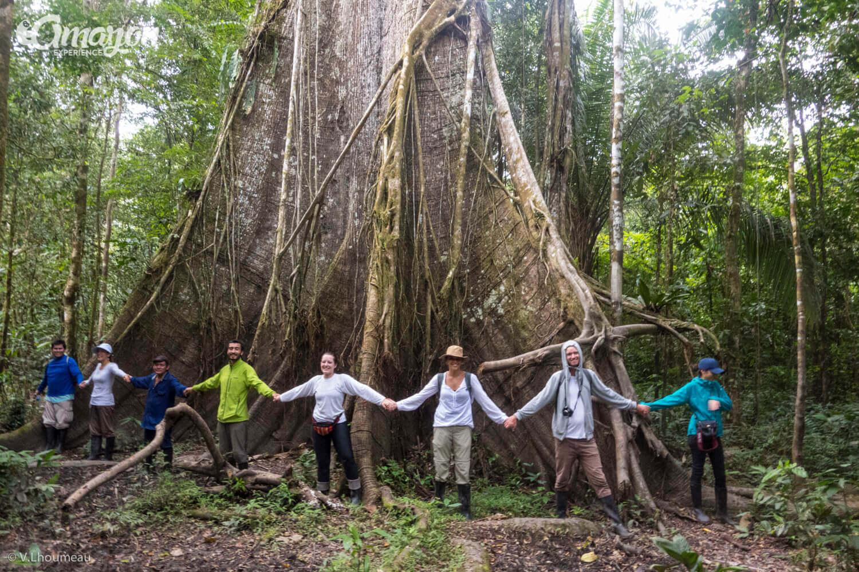 Reserva Nacional Pacaya Samiria. Grupo disfrutando su tour con compañerismo y amistad. Una aventura en la selva amazonica.